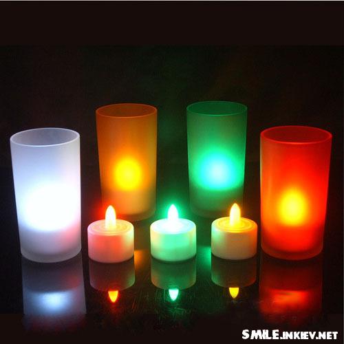 В сами елки (внутрь конуса) ставим свечи на батарейках.  Ни в коем случае не используем обычные свечи с открытым...